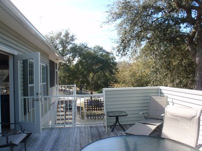 Cottage deck facing path to Suwannee River dock