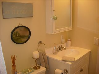 South Haven cottage photo - Bathroom with tub shower combination