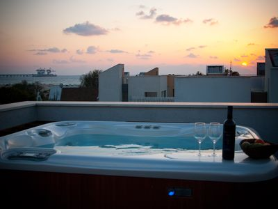 Hot Tub (Jacuzzi) on the Roof with Sea View and full privacy.