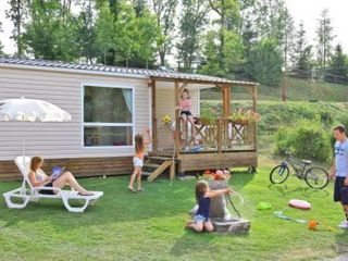Loue mobil home sur camping 5 etoiles piscine jacuzzi for Camping champagne ardennes avec piscine