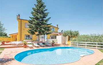 Villa with swimming pool for a relaxing holiday