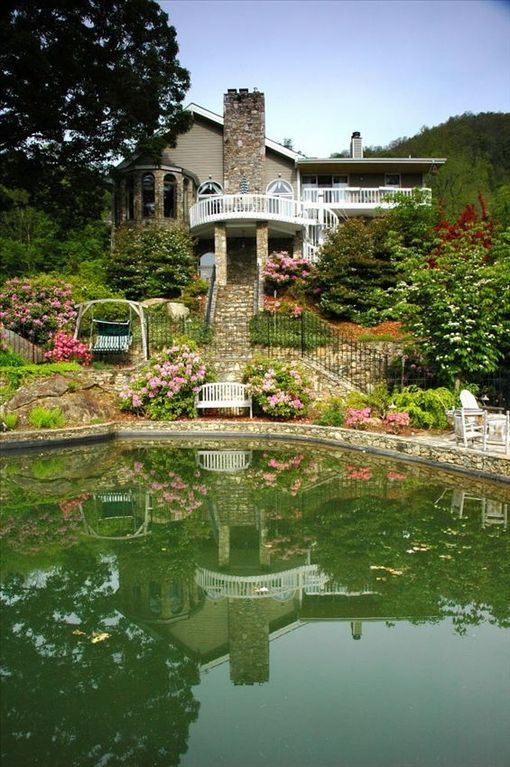 Asheville house rental - WOW, what an awesome spot for entertaining!