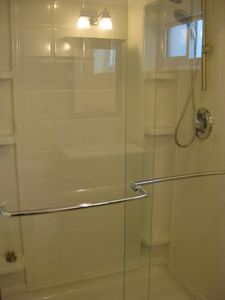 Large stand up shower.