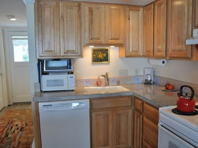 Granite counters, new appliances, great amenities
