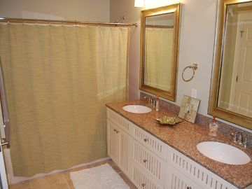 Master Bath w/ double vanity and XL tub/shower.