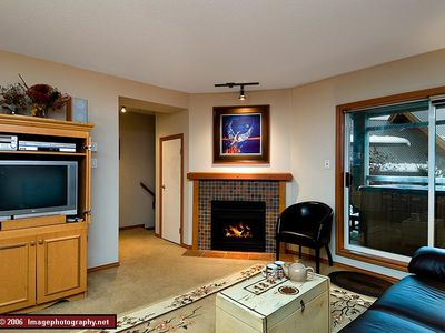 61 Glaciers Reach this 2br home has a hot tub & pool in Whistler Village
