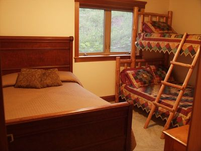 Lutsen chalet rental - Walkout basement bedroom