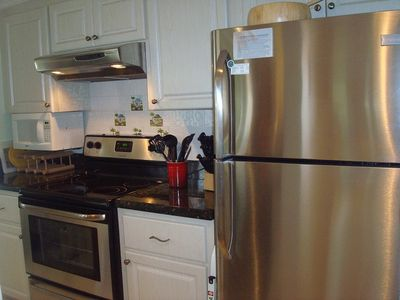 Palm Beach Gardens condo rental - New Stainless Steel appliances, Bosch dishwasher granite countertops