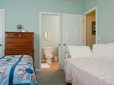 Guest Bedroom with Queen Bed and Day Bed