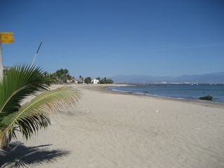 La Cruz de Huanacaxtle house photo - Nice Sandy beach 100 steps from Casita/Palapa Vista de Yates