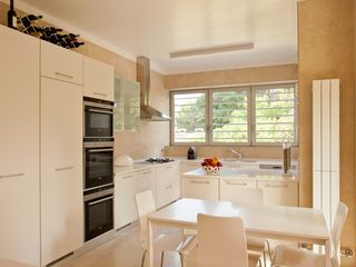 modern kitchen with all facilities - Estoril villa vacation rental photo