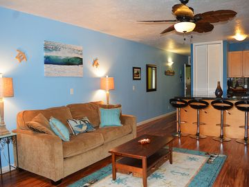 Kahuku - Turtle Bay condo rental - Relax and enjoy yourself in this modern beachy living room