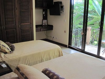 Dominical house rental - Bedroom with two twin size beds, balcony, sat TV, DVD, and desk.