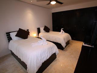 Playa del Carmen condo photo - Guest Bedroom with 2 Individual Trundle Beds