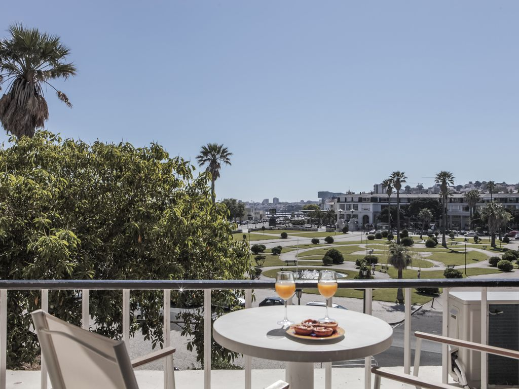 Peaceful apartment, equipped with air conditioner , Sao Joao Do Estoril
