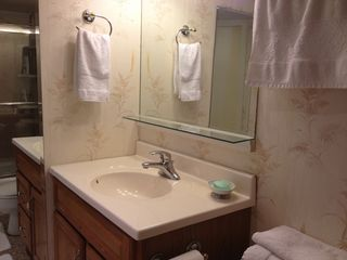 Dupont Circle studio photo - Bathroom