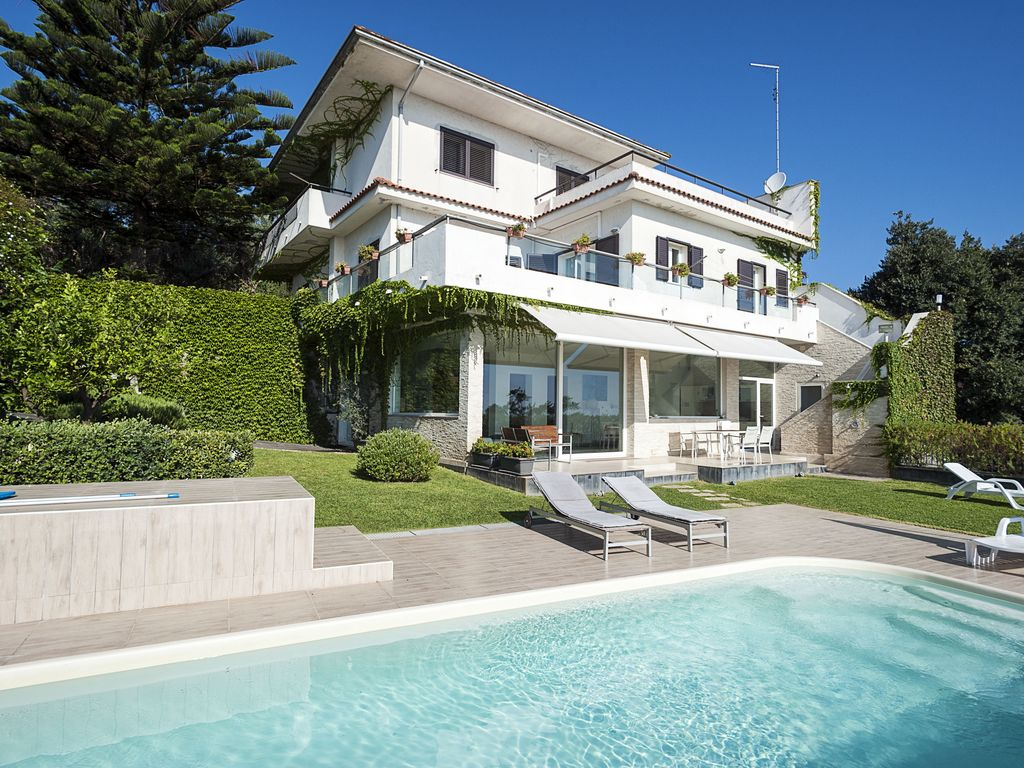 Villa valverde villa with pool and spectacular views on for Migliori progetti di pool house