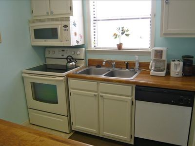Fully stocked kitchen: Pots, pans, dishes, toaster, and coffee maker included!