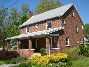 Huron house rental - Historical Brick House built in 1920