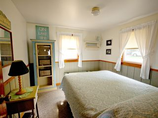 Lake Leelanau cottage photo - Enjoy a queen size bed in a country cottage bedroom