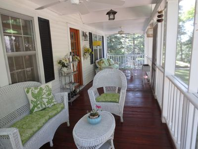 Williams Bay cottage rental - Relaxing front porch