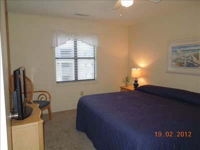 Comfy Master Suite-King Size Bed-32' flat screen TV - Private Bath