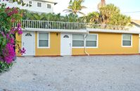 Beachside Studio Located Across from Main Beach and Half Mile to Village