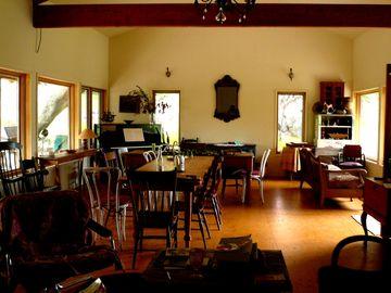Three Rivers farmhouse rental - Spacious great room