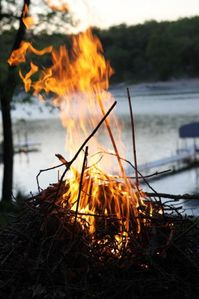 Enjoy bon fires at night on the lake.......nothing like a smore!