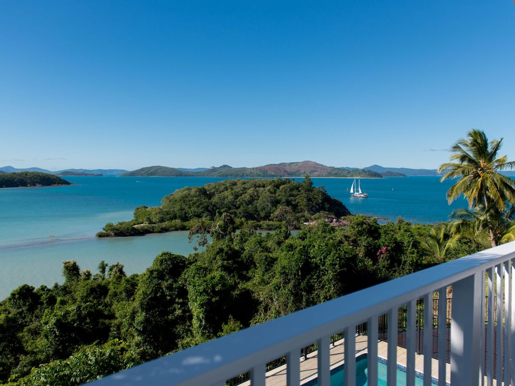 Villa whitsunday waterfront retreat in shute harbour 4 for Waterfront retreat