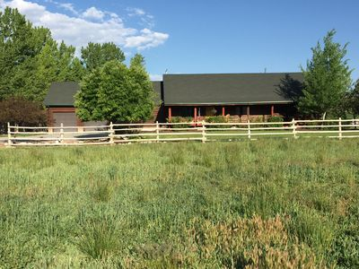 Great Family Getaway! Comfortable, spacious cabin at the base of 12 Mile Canyon.