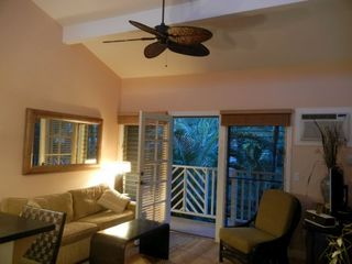 Living room and lanai - Lahaina condo vacation rental photo