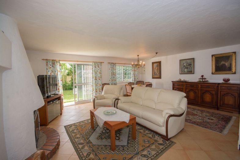 Ample flats in well-kept property
