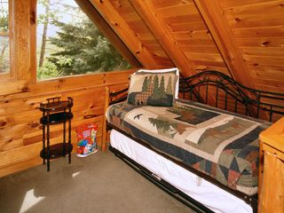 Gatlinburg cabin photo - Small loft day bed