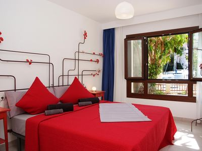 Beautiful exclusive Apt. right on the harbor, 100 meters to the beach, WiFi