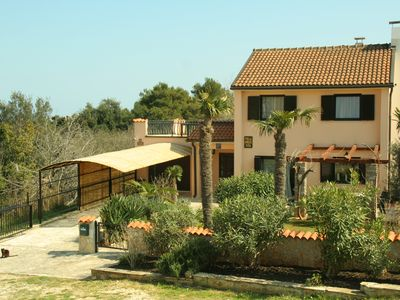 Exclusive villa with large garden, private pool, sea view and 400 meters to the sea