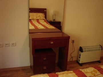 Dressing table & extra heating