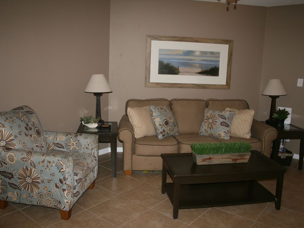 Living room with pull-out queen sofa sleeper