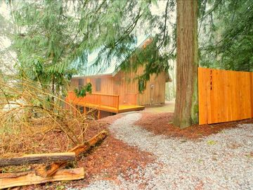 Private Mount Baker Getaway! Complete with firepit and large deck to entertain!
