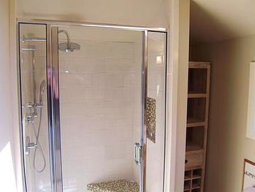 Walk in shower in ensuite.