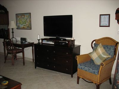 Providenciales - Provo condo rental - Living room has 40' flat screen TV