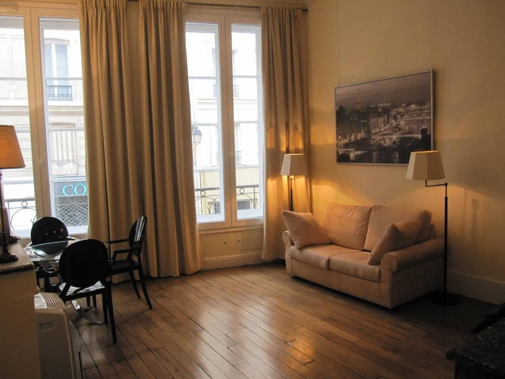 Latin quarter sorbonne notre dame vrbo for Living room 507