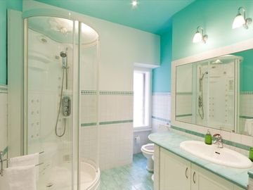 bath room en suite