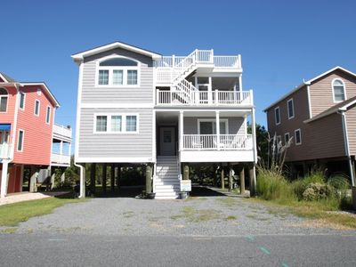 5 BR 3.5 Baths, Three Blocks to the Beach