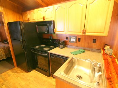 Kitchen w/ dishwasher in 1-bedroom cottage w/fireplace & jacuzzi tub