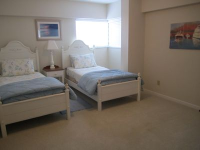 Guest bedroom #3. Two twin beds & TV