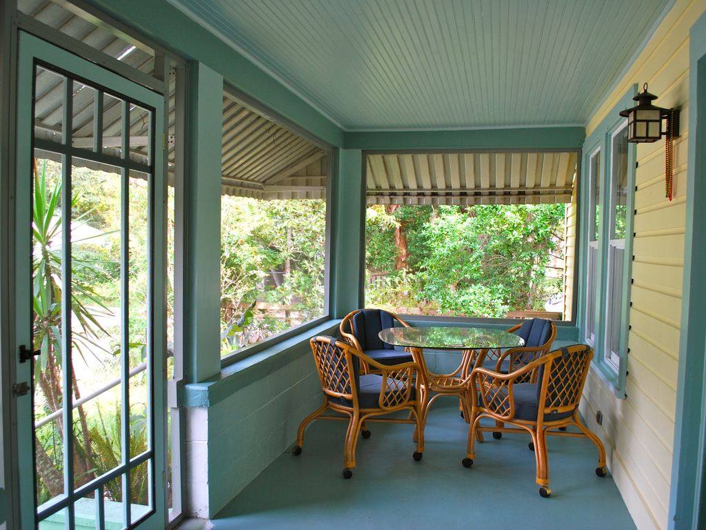 Seafarer 39 s bungalow seafarer 39 s bungalow restored 1920 39 s for Craftsman style screened porch