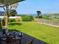 Island View | Sleeps 6, Dogs Welcome, Garden, Parking, Sea Views, Nr Beaches