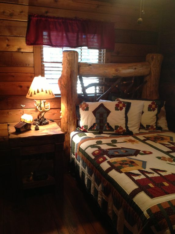 True log bed guestroom