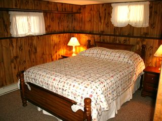 Lake Wallenpaupack cottage photo - Bedroom with Queen